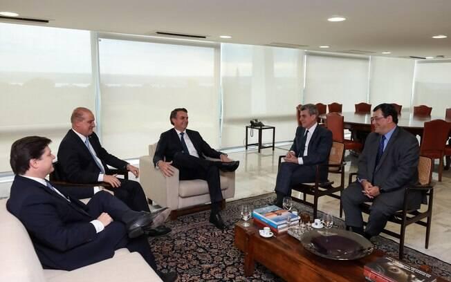 Jair Bolsonaro (PSL) reuniu-se com Romero Jucá (RR), presidente do MDB para discutir a reforma da Previdência
