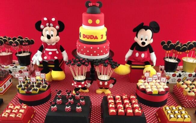 Os tradicionais Mickey e Minnie também são muito solicitados em decorações que levem as cores de seu universo