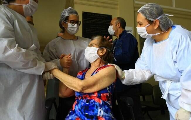 Hospital em Campinas festeja 500ª alta de paciente com covid-19