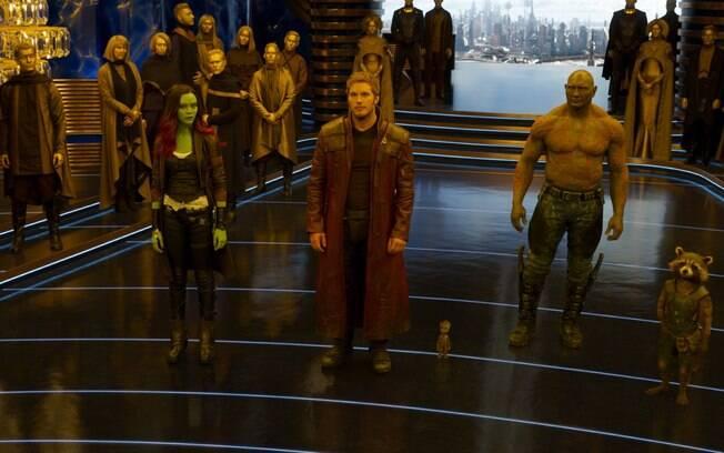 A equipe reunida em cena de Guardiões da Galáxia VOL. 2, que estreia nesta quinta-feira (27) nos cinemas