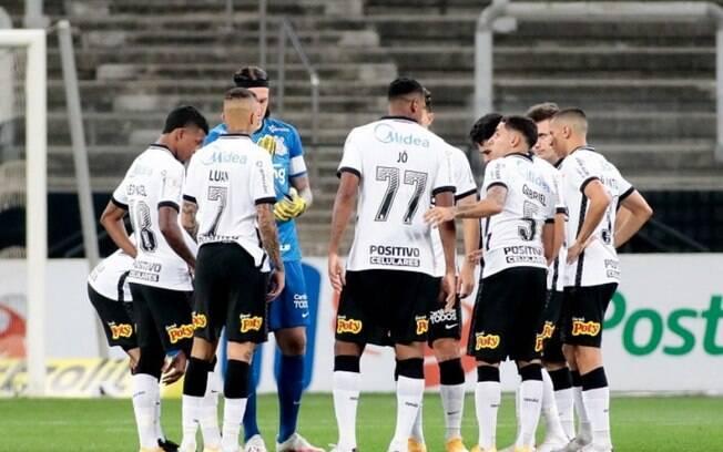 Corinthians deve dois meses de salários ao elenco