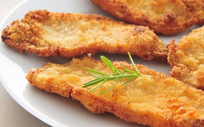 Para saber como fazer parmegiana perfeita é preciso antes acertar no empanado