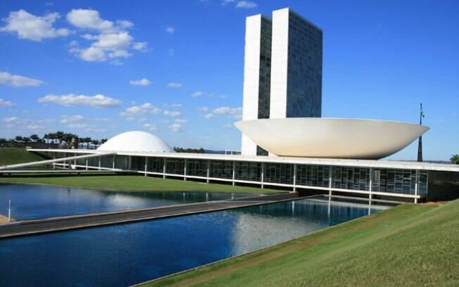 Incentivar a vinda de carros importados são os meios e os fins para o Brasil sair da crise econômica