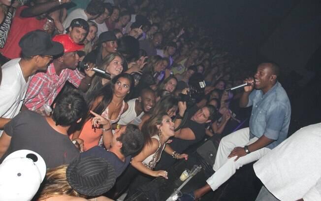 Thiaguinho canta no Viva Rio