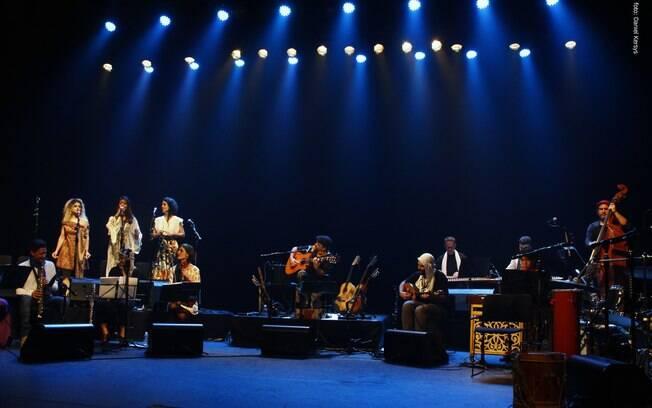 Orquestra Mundana Refugi durante apresentação