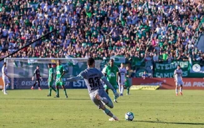 Goleiro Jandrei, de 25 anos, pode assinar com o Genoa, da Itália, nos próximos dias