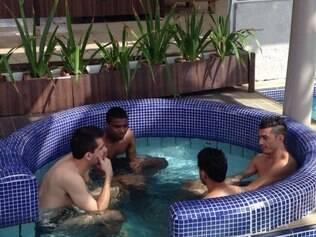 Titulares passaram por treino regenerativo no resort Costão do Santinho, em Floripa.