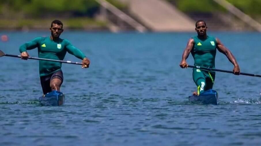 Isaquias Queiroz e Jacky Godmann terão de disputar as quartas de final da canoagem na C2 1000m