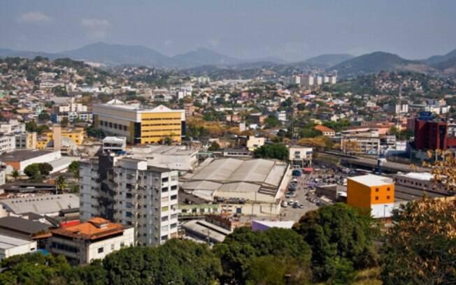Tiros teriam sido dados por criminosos que passaram de carro, na Rua União, no bairro Nova Cidade, em São Gonçalo