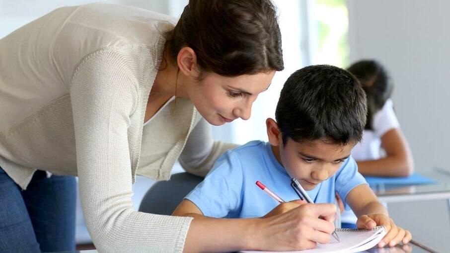 Reforço escolar gratuito ajuda crianças que tiveram ensino prejudicado