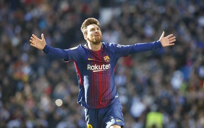 Messi comemora gol em vitória do Barcelona sobre o Real Madrid