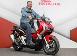 Honda ADV 150 é um scooter aventureiro em menor escala