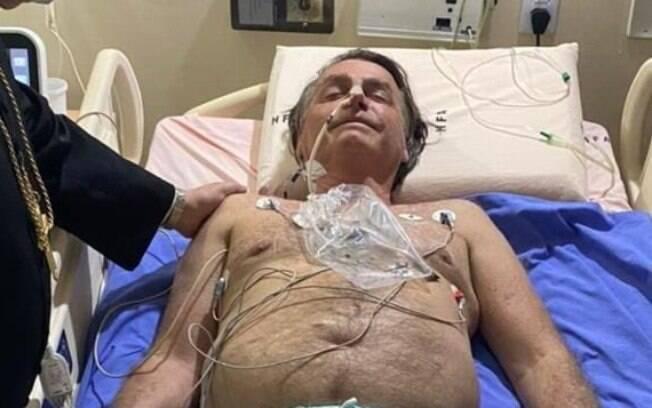 Jair Bolsonaro é internado com obstrução no intestino