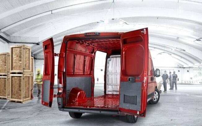 O que não falta é espaço no interior do Ducato, que tem versões de até 15 metros cúbicos de capacidade