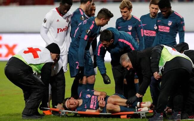 a613e0ff4f086 Filipe Luís sofre fratura na fíbula da perna esquerda durante partida da  Liga Europa