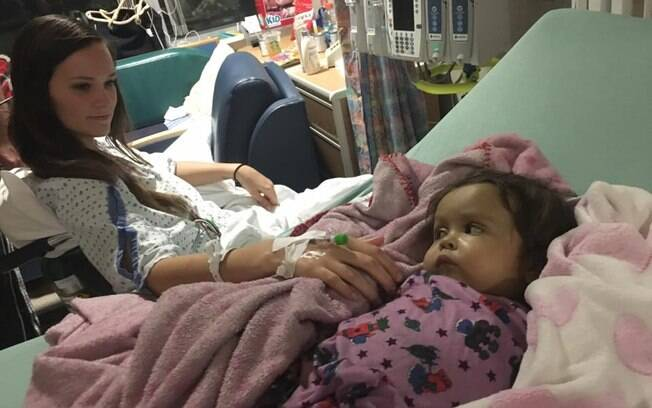De acordo com os médicos, a babá Kiersten Miles e a pequena Talia Rosko se recuperam bem do transplante de fígado