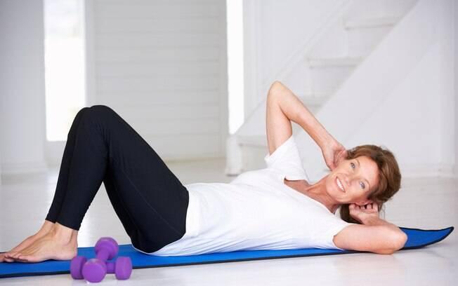 Devido ao metabolismo mais lento e às alterações hormonais, perder barriga após os 50 pode ser mais complicado