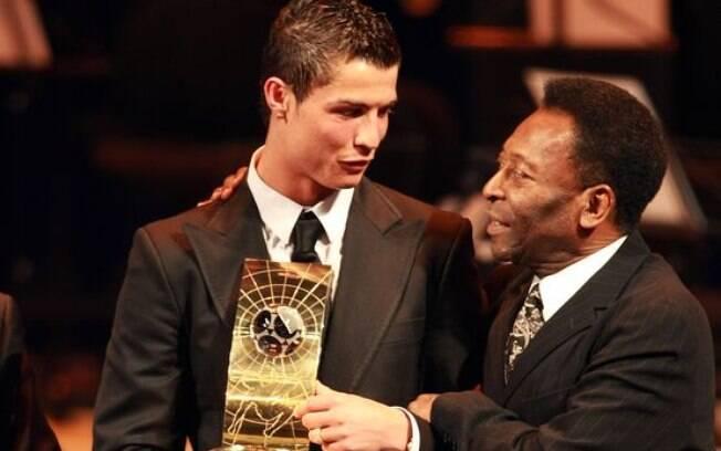 Cristiano Ronaldo passou Pelé em gols oficiais? Entenda