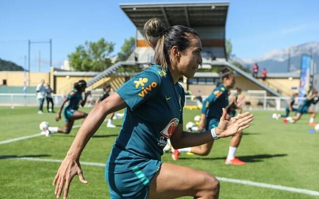 Assim como Cristiane, Marta se lesionou antes da Copa do Mundo, mas conseguiu retornar para os jogos da seleção