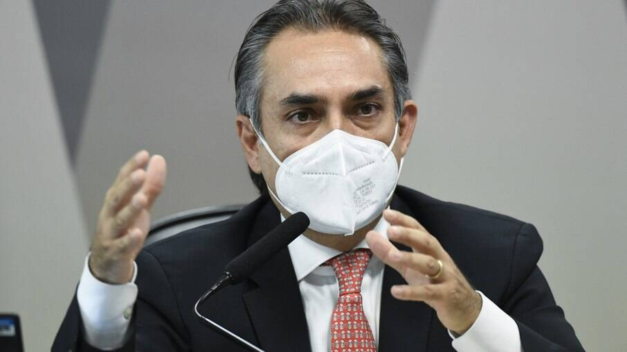 Representante da Pfizer citou participação de Guedes e Wajngarten nas negociações da compra de vacinas