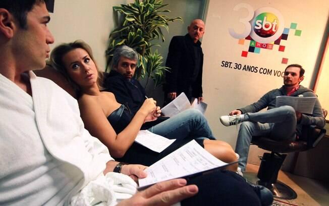 Lola Melnick se reúne com toda a equipe do programa antes da gravação da atração