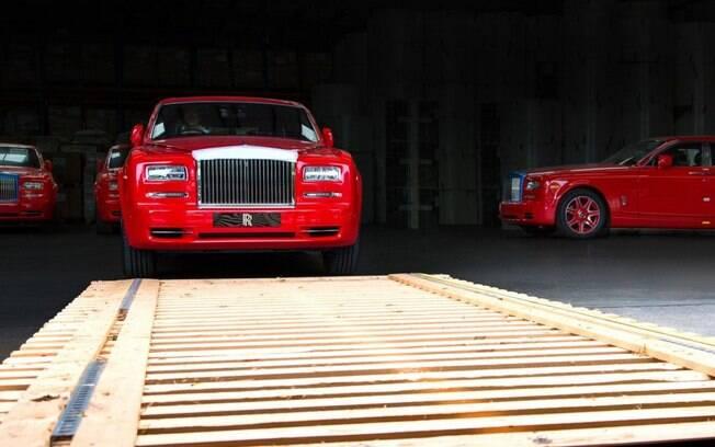 Rolls-Royce prepara a entrega de 29 unidades do sedã Phantom ao bilionário Stephen Hung.