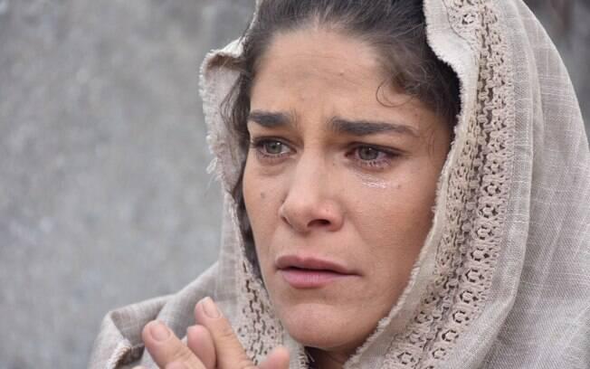 Priscila Fantin vai as lagriamas ao interpretar Maria, mãe de Jesus, em
