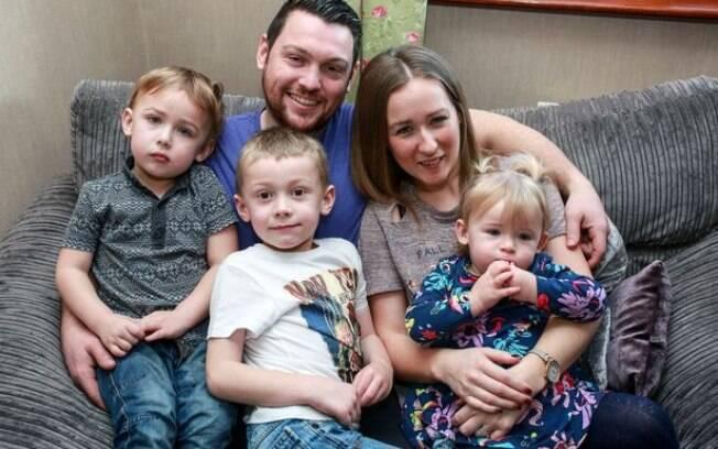 Laura Crow desmaia em várias situações e diz que consegue superar isso com o apoio do marido e dos filhos