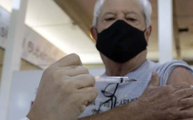 Paulínia começa a vacinar idosos com mais de 60 anos nesta quarta