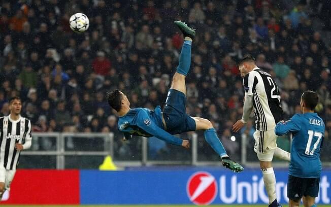 O golaço de bicicleta de Cristiano Ronaldo foi o vencedor como o mais bonito da última temporada europeia