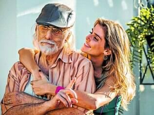 Relação familiar. Personagem Inês (Deborah Secco) terá trabalho para cuidar da saúde do pai, Vicente (Francisco Cuoco)