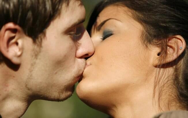 Beijo pode transmitir cáries