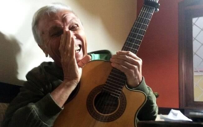Hilton Acioli hoje tem 74 anos e lembra com orgulho de histórias do Brasil pré-bossa nova