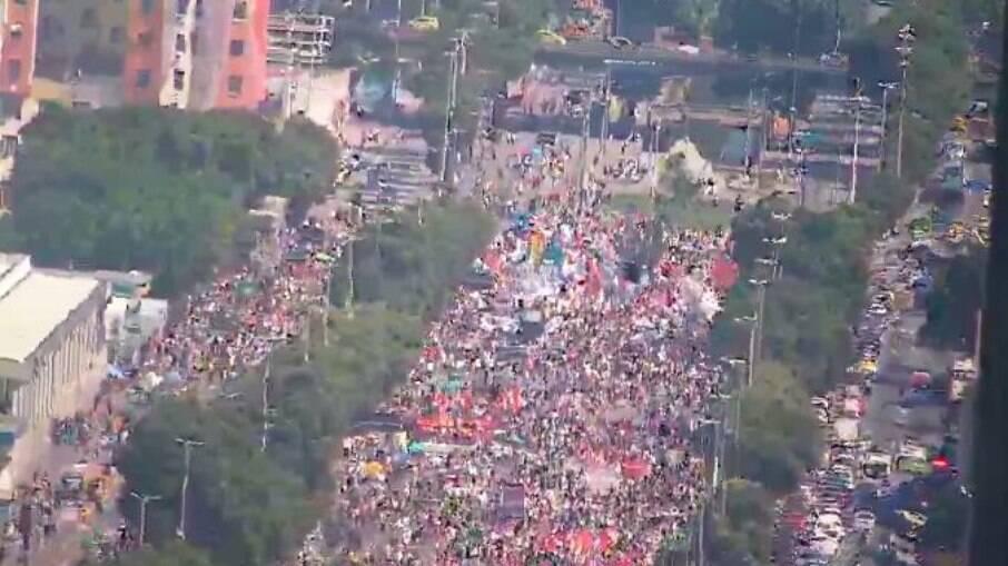 Manifestação contra Bolsonaro reúne manifestantes no Rio