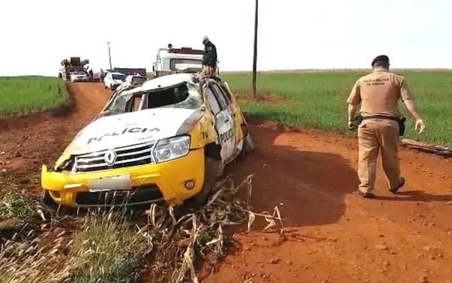 Um policial se feriu e a viatura ficou destruída após acidente.
