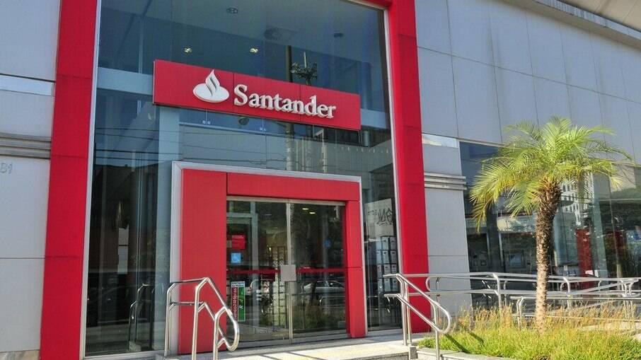 O banco Santander anunciou um leilão para a venda de 90 imóveis. As ofertas estão disponíveis até o dia 13 de setembro