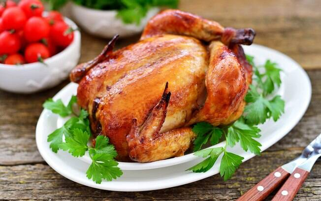 É possível fazer um frango assado de padaria no conforto da sua casa! Confira as dicas do chef Mathias Marcondes