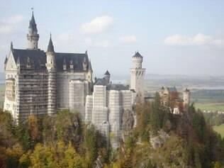 O castelo de Neuschwanstein, erguido no interior da Baviera, inspirou a versão da Disney
