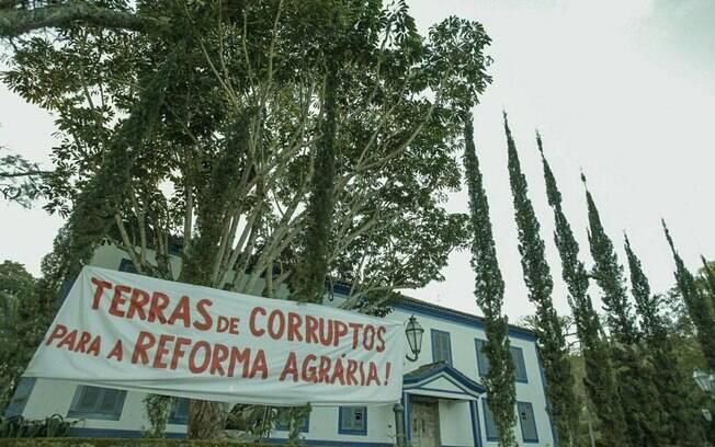 Esta já é a segunda vez que o MST invade Fazenda Esmeralda, em Duartina (SP), para protestar contra Temer