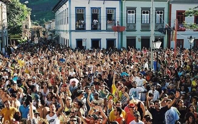 Os blocos de Carnaval em São Luiz do Piratininga se misturam com a ambientação histórica da cidade interiorana