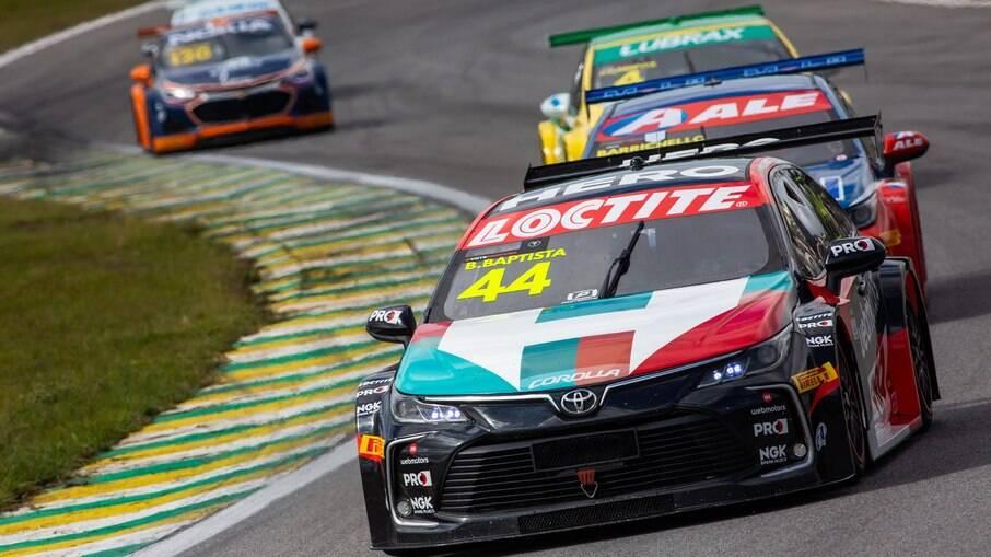 Toyota Corolla de Stock Car do piloto Bruno Baptista, novo colunista de iG Carros, na pista em Interlagos