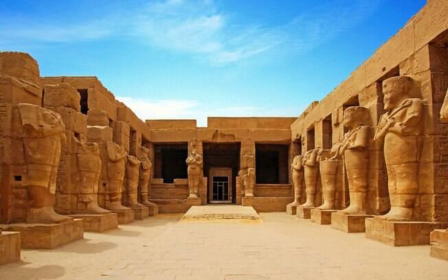 O Templo de Karnak fica na cidade de Luxor
