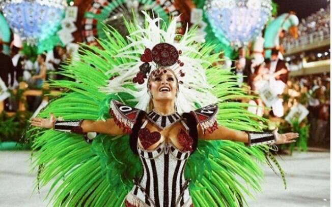 Carla Diaz é musa da Grande Rio há 17 anos