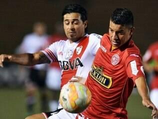 Peruanos e argentinos ficaram apenas no empate, na noite dessa quinta-feira