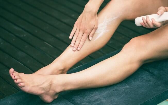 Aproveite o ácido lático do leite para clarear algumas áreas da pele