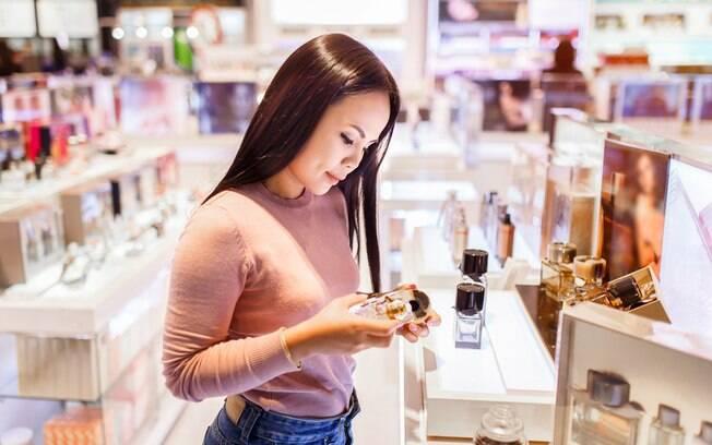 A melhor forma de escolher uma fragrância para outra pessoa é pensando sobre o que mais combina com os gostos dela