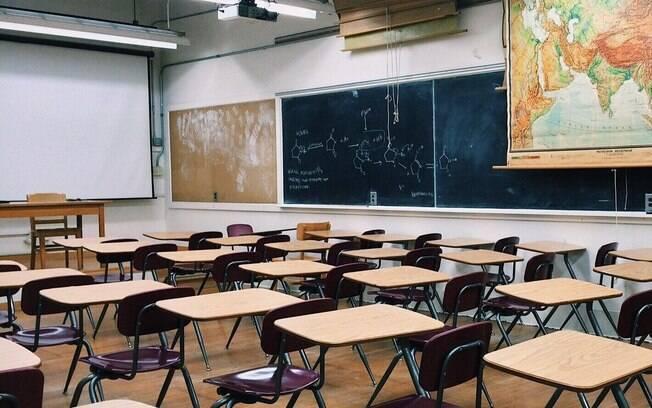 Escolas primárias deverão retomar as atividades antes de colégios e universidades