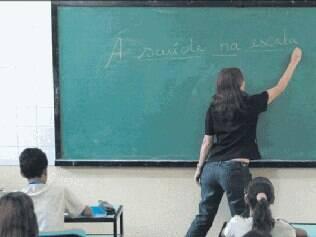 Os dois principais fatores da redução de alunos nas salas de aula são o corte etário e a queda na taxa de natalidade