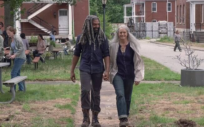 Carol e Ezekiel vivem uma relação amorosa consolidada em The Walking Dead