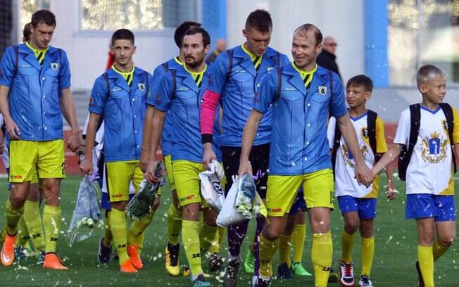 FC Volga Ulyanovsk%2C clube da Rússia%2C lançou a inusitada camisa volta às aulas